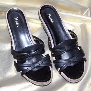 Bass black & tan wedged sandal size 6 1/2M.